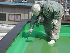 防水の主剤をしっかり塗りこんでいきます。