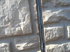 H28.5月草加市K様邸外壁塗装施工前外壁目地.jpg