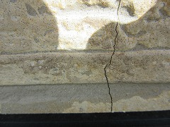 H29.4月北本市松本様邸外壁塗装施工前クラック.jpg