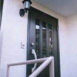 「埼玉県さいたま市の富田様は屋根を葺き替えてコロニアルから瓦に。玄関ドアもリフォーム。」サムネイル