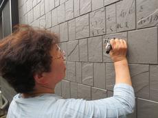 「草加市のU様が外壁に「いつも布団を干してくれてありがとう」とご家族へのメッセージ」サムネイル