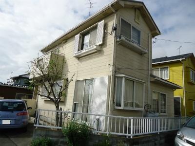 「埼玉県熊谷市 外壁と色を合わせた門構え 外壁塗装:パーフェクトトップ、屋根塗装:ハイパーユメロック」サムネイル