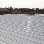 「工場や倉庫の屋根に多い折板屋根(折半屋根)の塗替えのタイミングを教えてください!」サムネイル