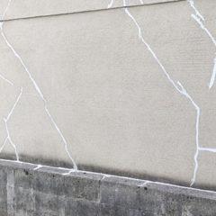 「外壁のひび割れが起こる原因|放置のリスクから補修方法まで」サムネイル